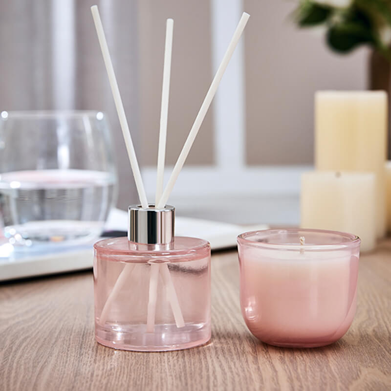 Reed diffuser and candle for your desk work from home Ways to decorate your desk to motivate you while working from home wholesale scented and reed diffuser gift set 5561